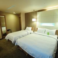 康桥大饭店-三多商圈馆,位于高雄的酒店