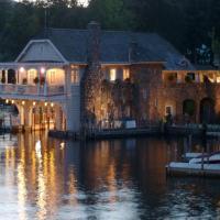 Lake George Boathouse Bed & Breakfast,位于博尔顿兰丁的酒店