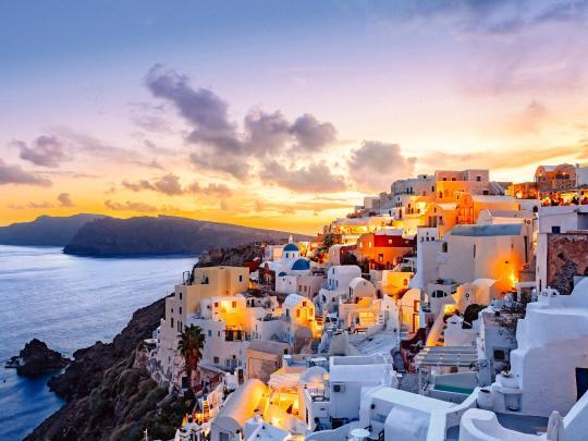 令人魂牵梦绕的旅游胜地:希腊圣托里尼